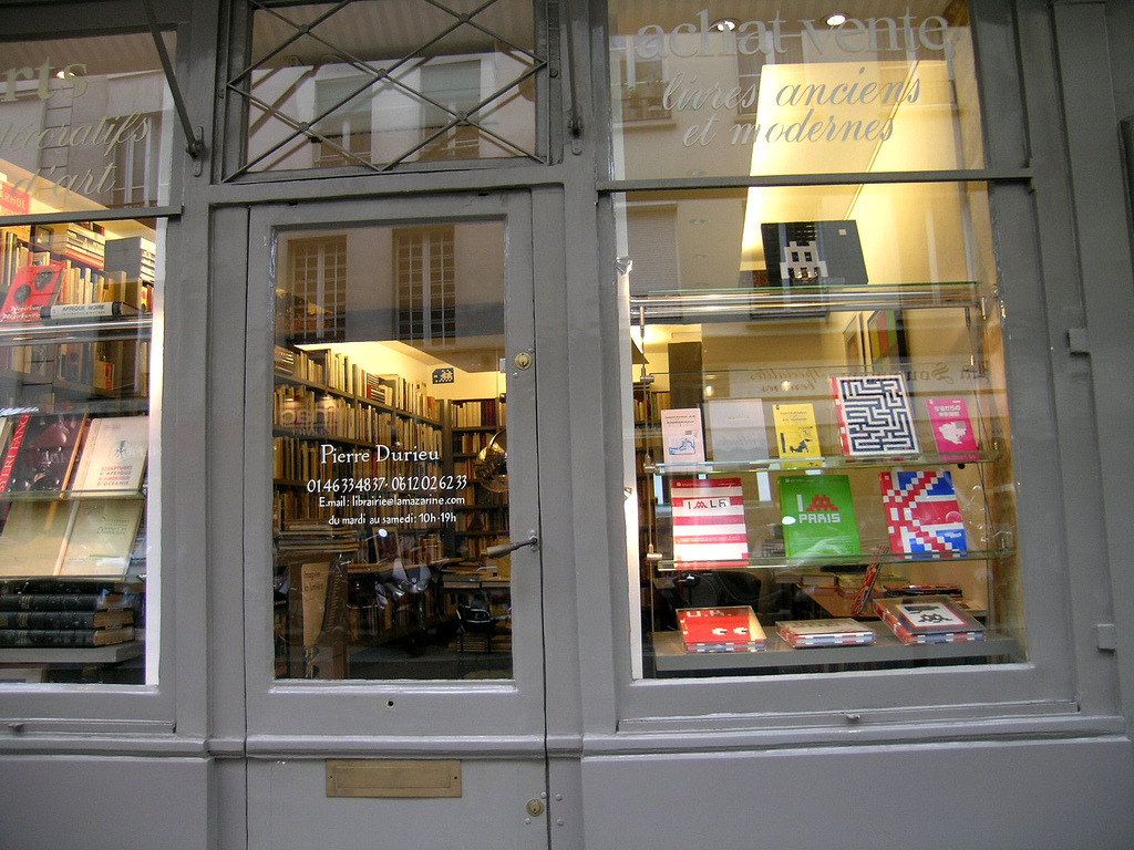 Librairie Mazarine - Paris (France) (by Meteorry)
