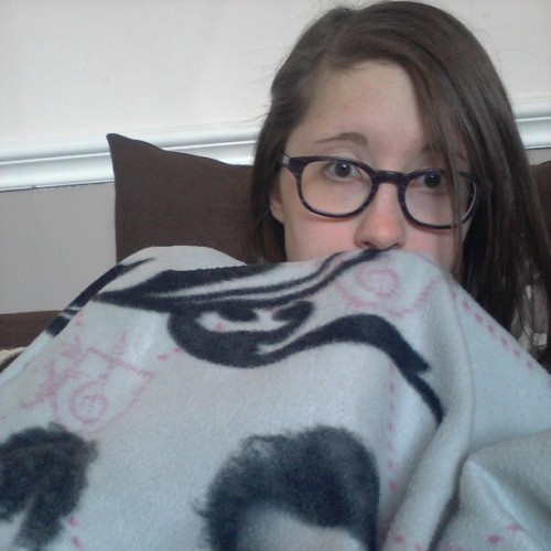 Just j-chillin' with my Jonas Brothers blanket #jobros #foreveryoung #bored #alone