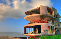 (via San-Zhi – The Abandoned Pod Village in Taiwan » Design You Trust – Design Blog and Community)