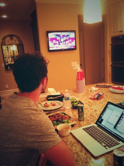 @kevinjonas: Watching Monday night #raw and tweeting all night tune in to watch with me