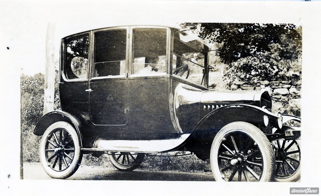 ancientfaces:  1920 Ford - Center Door Model? This might be normal to all you car enthusiasts, but a door in the center of the car?  Checkout this 1920 Ford. [ Details: Howard Van Buskirk 1920 Ford ]