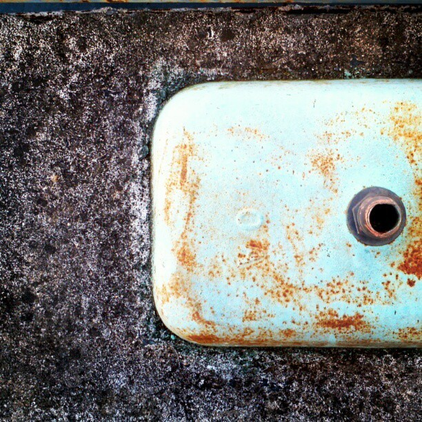 #concrete #sink #rust #decay #derelict #junkyard #gray #green #abstract