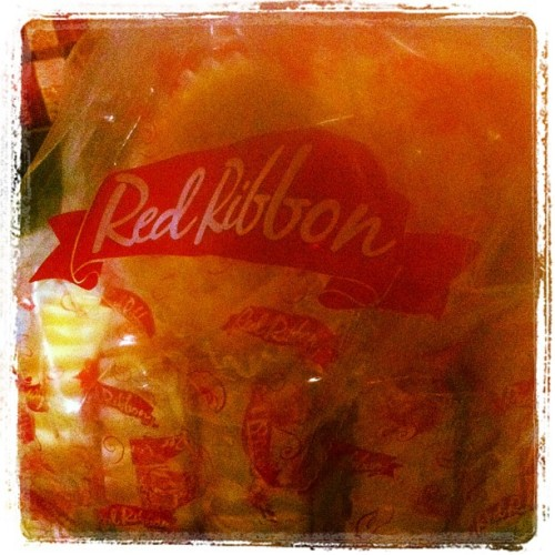 Red ribbon butter mamon hihi 😋 happy me 😆 #redribbon #buttermamon #happyme #happykid
