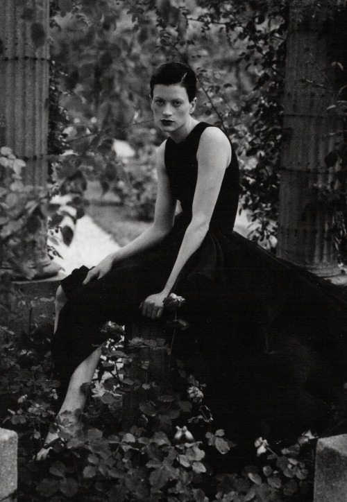 virare:  Kristen McMenamy: Top Model '92 Kristen McMenamy by Steven Meisel for Vogue Italia December 1992