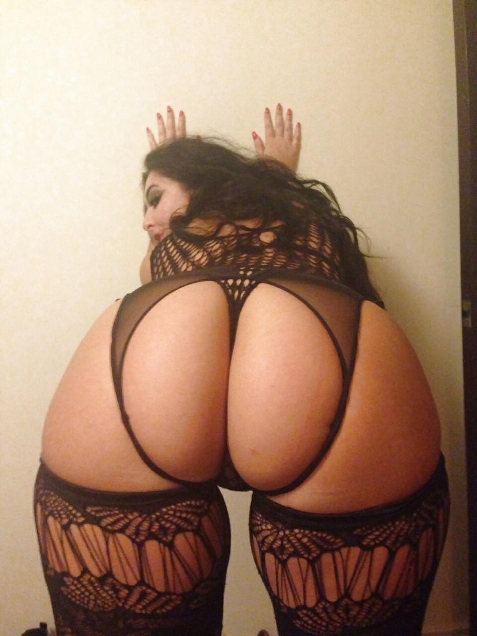 Sexy arab show ass