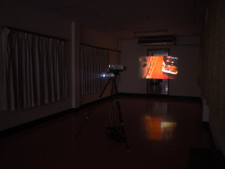 "CLOSING NIGHT""Cinema and Space, Extracting the Unrecognized"", curated by Mary Pansanga, features ""Gyre"", a work by an Austrian artist, Björn Kämmerer and ""The vehicle is outward… (interior appearance)"" by a Thai artist, Kornkrit Jianpinidnan. Both works explore the concrete form of an architectural space albeit an abstract review. The revolving images dare us to experience the space within the space, as well as the visible apparatus providing a spatial structure and also dialogue between the two works. วันสุดท้าย  นิทรรศการภาพเคลื่อนไหวในพื้นที่ห้องแต่งตัว โรงภาพยนตร์สกาล่า เวลา 19.00 - 21.30 น. Photo: Installation view © Withit Chanthamarit"