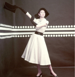 hollyhocksandtulips:  Suzy Parker, 1952 Photo by Richard Rutledge
