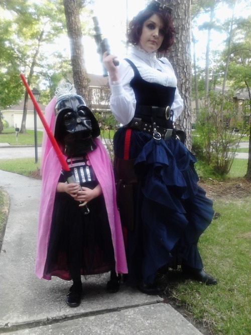 Mother & Daughter Cosplay: Princess Vader & Femme Steampunk Han Solo