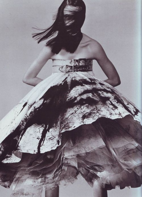 a-state-of-bliss:  Vogue Italia May 1999 'Unexpected Shapes' Malgosia Bela by Steven Klein