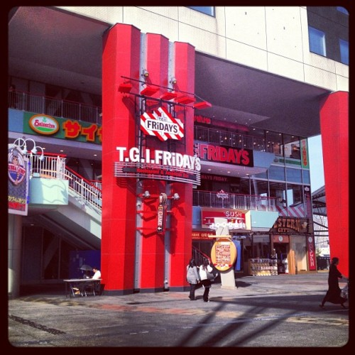 Holy poop! Just find Fridays in Osakaaaaa. It just opened  on March. Can't believe D: I'm so happy !!!!! #holypoop #aww #fridays #yum #drink #bar #usa #america #addme #addyou #osaka #japan #japanese #followme #followyou #omg #me #itsme #happy (at T.G.I. Friday's ユニバーサルシティ ワコウ店)