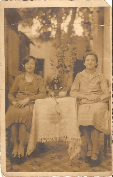 madametourvel:  My grandmother (right) and my grand aunt in the 1930´s