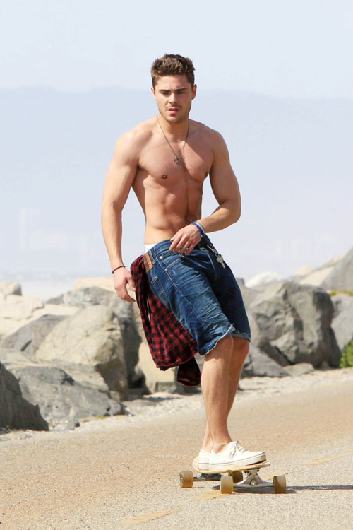 prettiestvibes:  zac efron longboarding shirtless is legal??