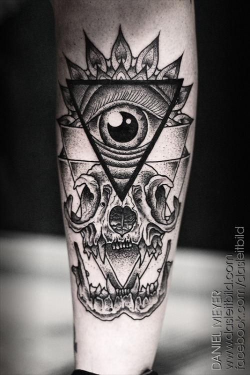 fuckyeahtattoos:  Cat Skull by Daniel Meyer via LEITBILD