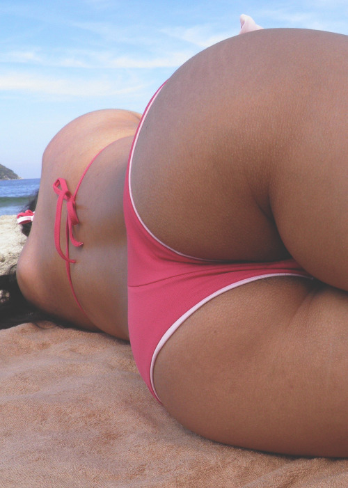 mrcheyl:  Beach Bum | Source