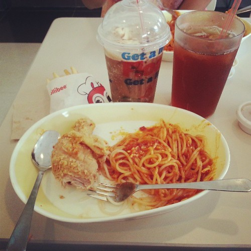 Jollibee tastes better in the Philippines. @jofeeeey @einniegurl24