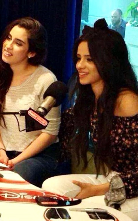 mrs-ciclotimica:  Can talk about arm of Camila in Lauren's back …