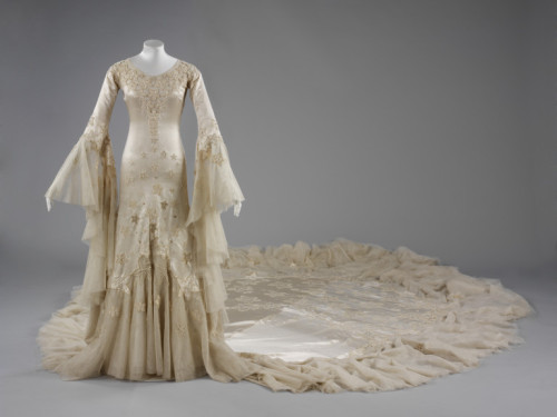 Wedding Dress Norman Hartnell, 1933 The Victoria & Albert Museum