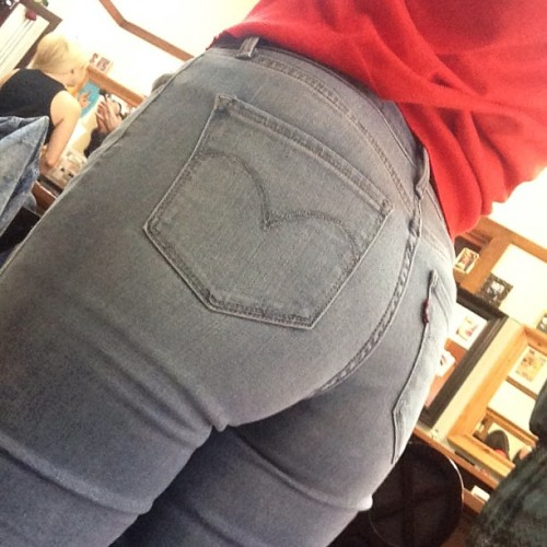 danadearmond:  High waisted mom jeans butt (at The Armory)