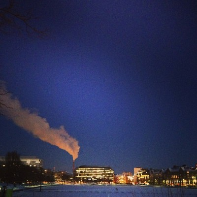 #helsinki #finland #smoke #sky #winter #freezing #cold #blue #bluevelvet (at Eläintarhanlahti, Kaisaniemenlahti)