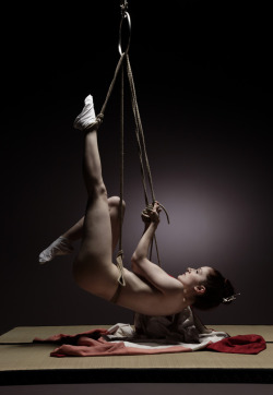 lilymclowland:  Self-suspension Shibari by mjranum