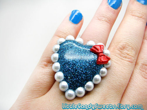 (via Giant Navy Blue Sparkle Heart resin ring with by littlecandysweets)