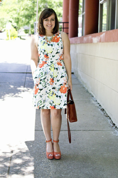 floral dress - via chictopia