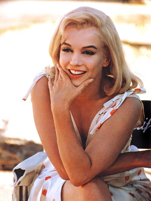 perfectlymarilynmonroe:  Marilyn on the set of The Misfits, 1960.