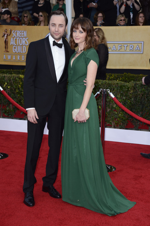 buzzfeedceleb:  Vincent Kartheiser & Alexis Bledel at the SAG Awards together!!  Cuuuuuuuute.