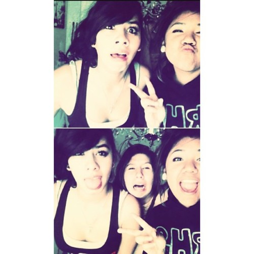 Spent my day with these losahhss c; lol. Ashleys house! Lmao.  2:00 - 2:30 was nice. ♥ And from 5:30 - 6:00 was cool c; Fun dayy, kinda ✌lol. @xxbree_horanxx .