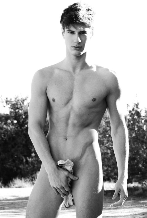 poisonparadise:     Jordie Kyle | By: Josh Williams   Sure he's handsome, but he's also nice, funny, and a major Britney fan :)   Sounds like someone is kissing ass
