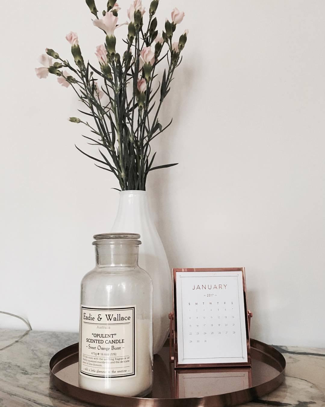 janediemitdemwolftanzt - My desk decoration 🕯🌸 #waitingforspring #copper #copperplate #calendar #marbletable #marble #decoration #interiordesign...