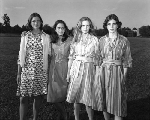 laughingsquid:  The Brown Sisters, Group Portraits of 4 Sisters Taken Every Year For 36 Years by Nicholas Nixon