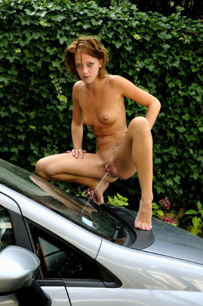 theprettiestpee:  I guess she doesn't like the car.