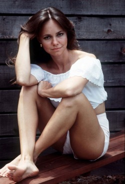 hipsteravagardner:  cinnamongirls:  sally field.  Sally u r my queen