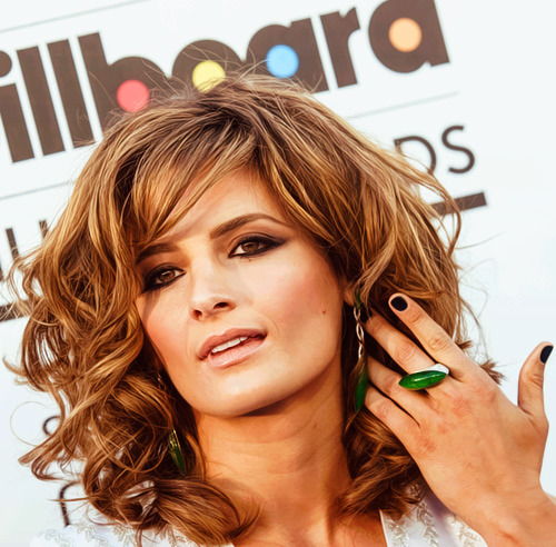 Stana Katic - Billboard Music Awards red carpet, May 19, 2013