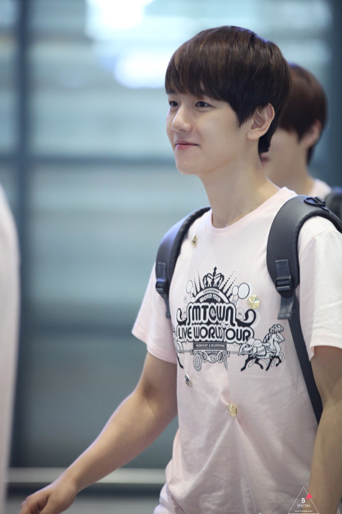 dailyexo:  Baekhyun - 120610 Incheon Airport, arrival from Taiwan - 1/4 Credit: B'Spectra (인천 공항 입국)  my…baeby baeby baeby…oh yeah…