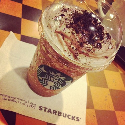 Trying out this Mocha Cookie Crumble from Starbucks!😁#starbucks (at Starbucks Coffee)