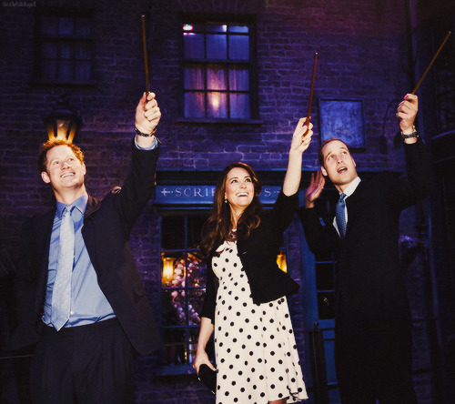 Harry, William and Kate raising their wands!  PRINCE WILLIAM'S FACE HAHAHAHAHAHAHA. Prince Harry looks too happy!
