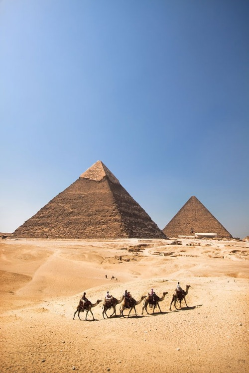 x-enial:  The Pyramids of Giza, Egypt (source)