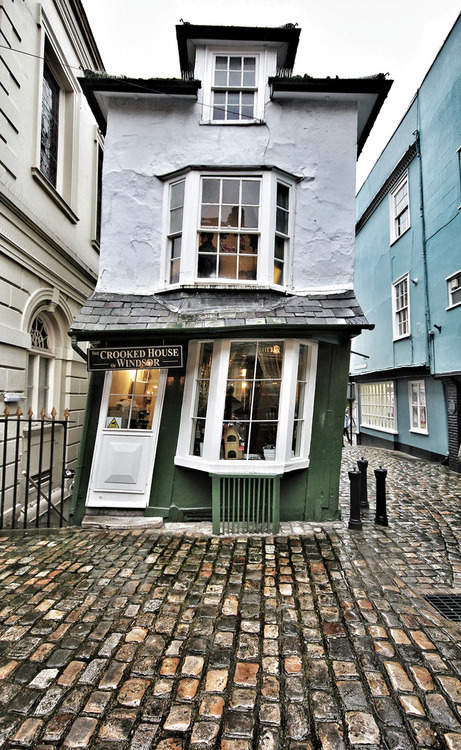 The Crooked House, Windsor, England photo via diann