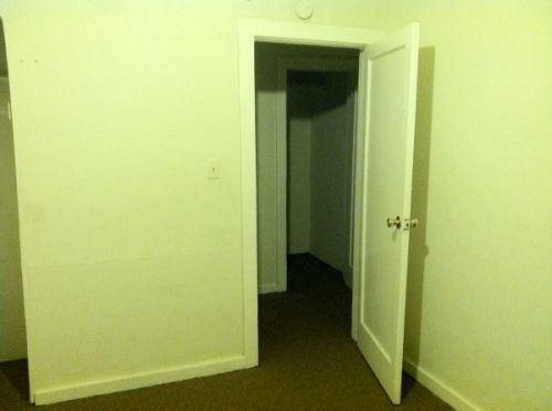 dadz0ne:  fussybabybitch:  this rental listing photo is giving me anxiety  I see what u mean  this is hurting my eyes for some reason