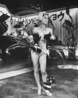 the60sbazaar:  Japanese showgirl c.1960s