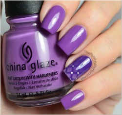 Such a fun way to play up the ombre. I do love purple >.<