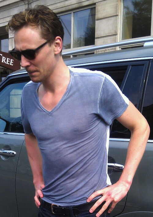 keepcalmandthunderfrost:  full-length-hiddles:  throwback  nipples, i see nipples
