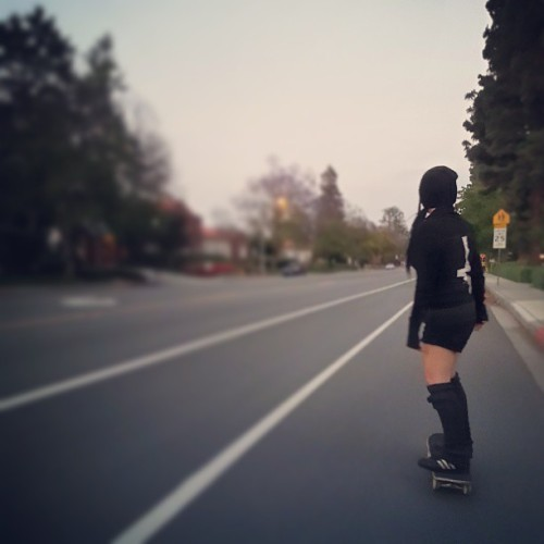 Skating the mean streets of Claremont! @sandeehex  (at Claremont Village)