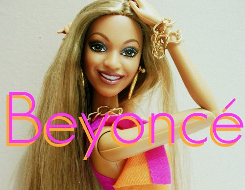 "Uh oh! Did Beyoncé debut a new nose job at the Super Bowl? Click here to VOTE on whether you think the ""Crazy In Love"" diva had some work done recently: http://bit.ly/TF9PlW"