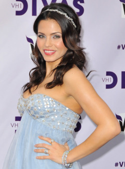 Jenna Dewan-Tatum's pretty pastel eyes are a breath of fresh air amidst all the red lips and smoky eyes of the holiday season. Here's how to get this fairy-like look yourself.