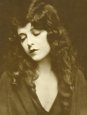 (via FFFFOUND! | vintagephoto: JUNE MARLOWE(November 6, 1903 - March 10)
