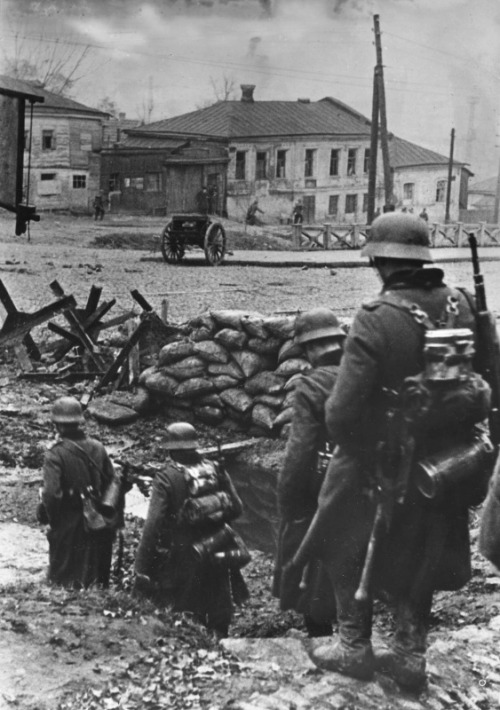 demons:  German soldiers in Kharkov, October 1941