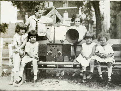 central park ny radio listening 1923 (by Captain Geoffrey Spaulding)